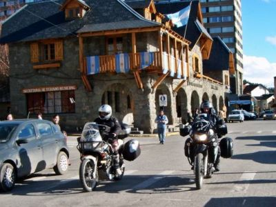 Motociclistas que no tengan casco no podrán cargar combustible