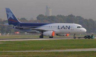 Se cancelaron vuelos de LAN por una medida de fuerza de azafatas