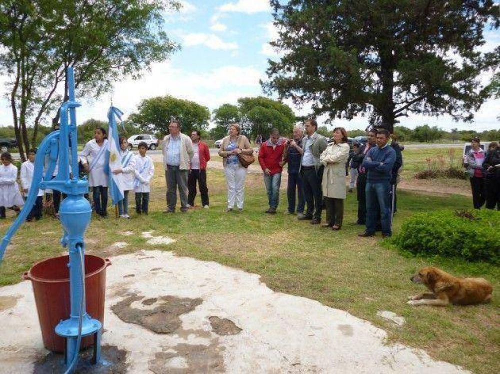 Inauguran el acueducto que abastecerá al paraje Pozo del Carril