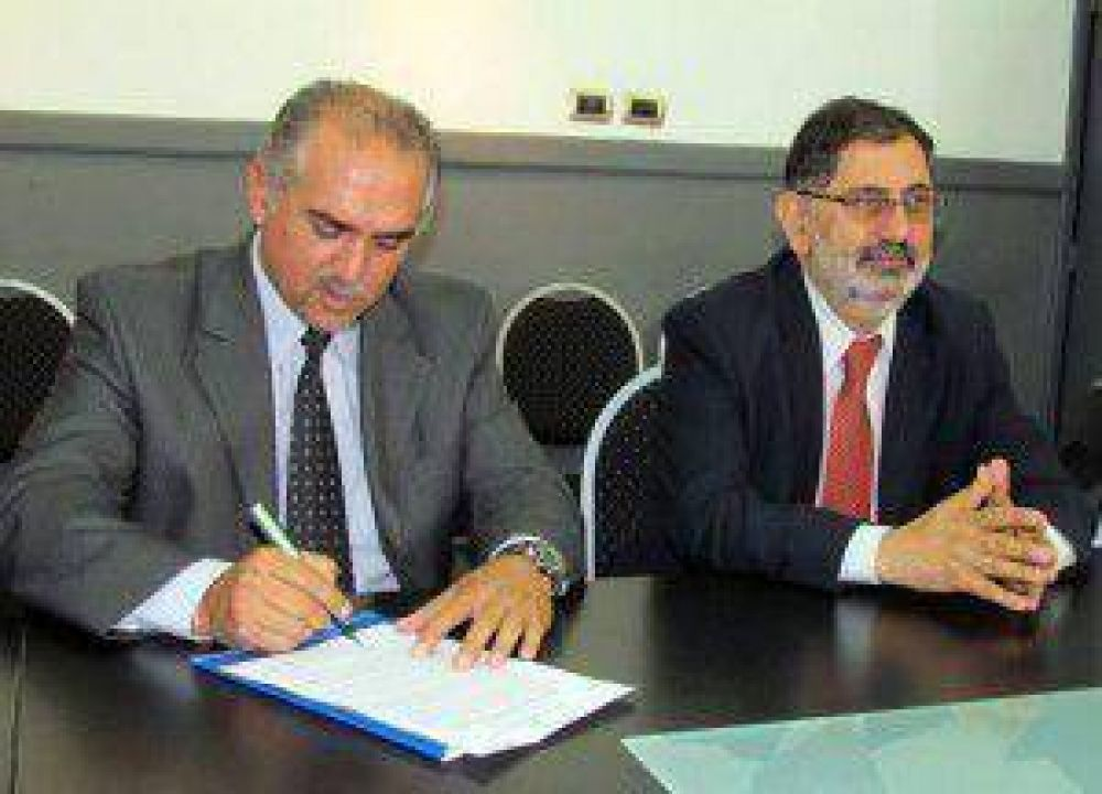 La municipalidad firmó el contrato para la construcción del tercer Puente vehicular que unirá las calles Bustamante y Uriondo