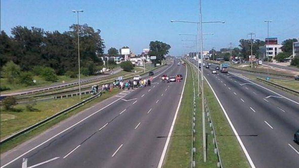 Por una protesta de UATRE, manifestantes cortaron la Panamericana en el KM 50