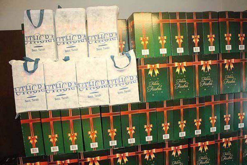 UTHGRA comienza con la entrega de cajas navideñas para afiliados