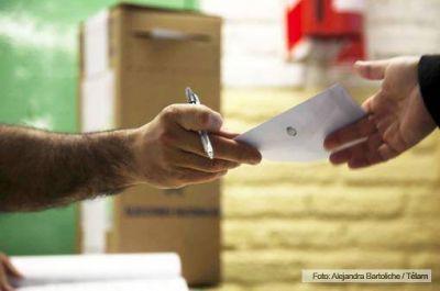 Comenzaron los comicios para elegir al gobernador de Santiago del Estero