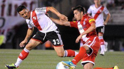 De 'carambola', River derrotó a Argentinos y 'respira' Ramón
