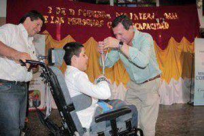 Reconocimientos a personas e instituciones que promueven la integraci�n de discapacitados