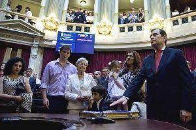 """Zamora juró como senador y dijo que """"es un nuevo desafío"""""""