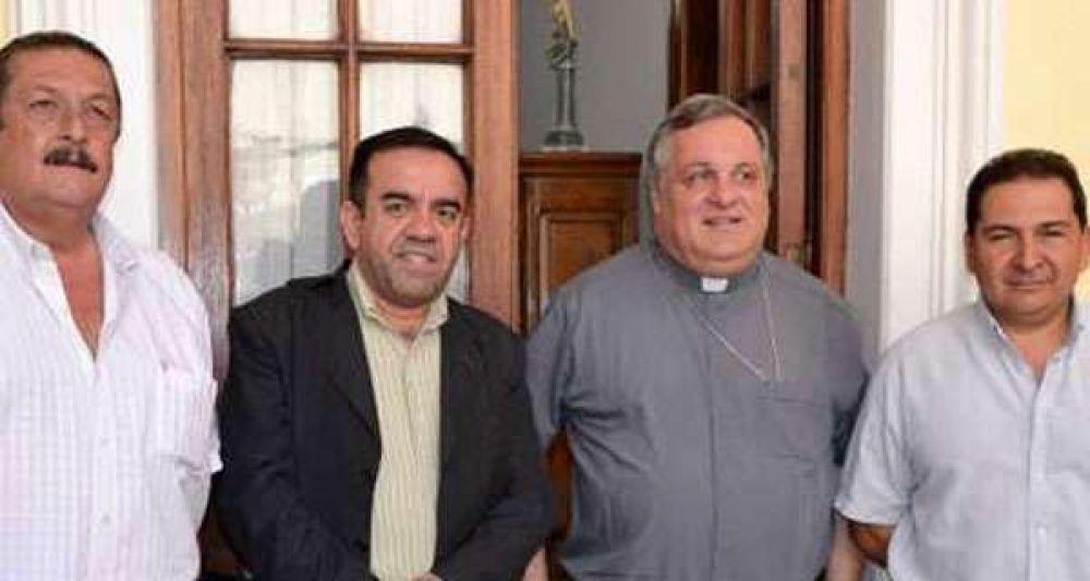 El ministro Walter Flores visitó al obispo Colombo
