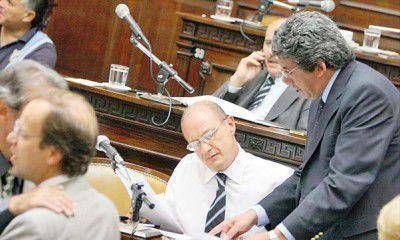 La UCR no acepta que el Gobierno se endeude para sostener a Aysam y FTyC