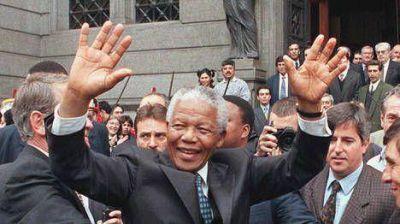 La atracción de un líder único: cuando Mandela visitó la Argentina en 1998