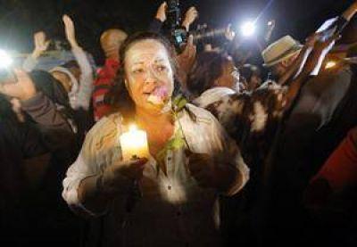 Con cantos, flores y lágrimas, Sudáfrica despidió a Madiba