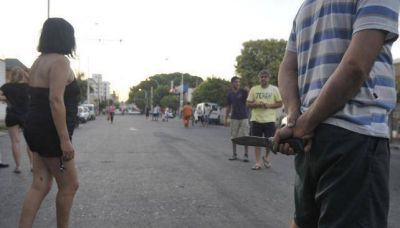 Vecinos con miedo cierran negocios, cortan calles y reclaman m�s Polic�a