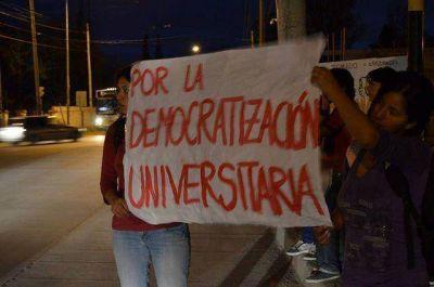 Derrotado, Arnau anunció reapertura del comedor estudiantil