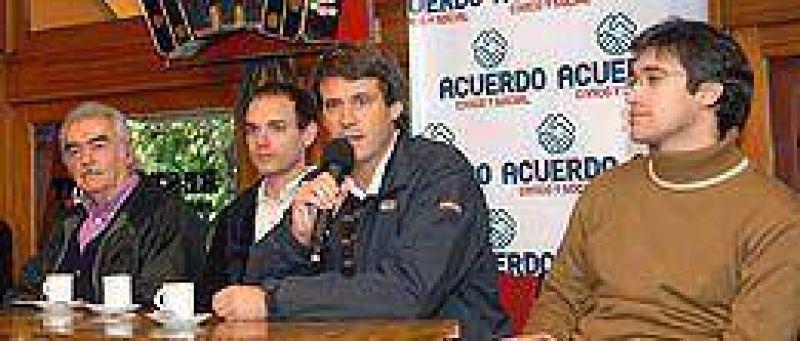 """Para Prat Gay, """"la alianza Macri-De Narváez está en el mismo partido del gobierno"""""""