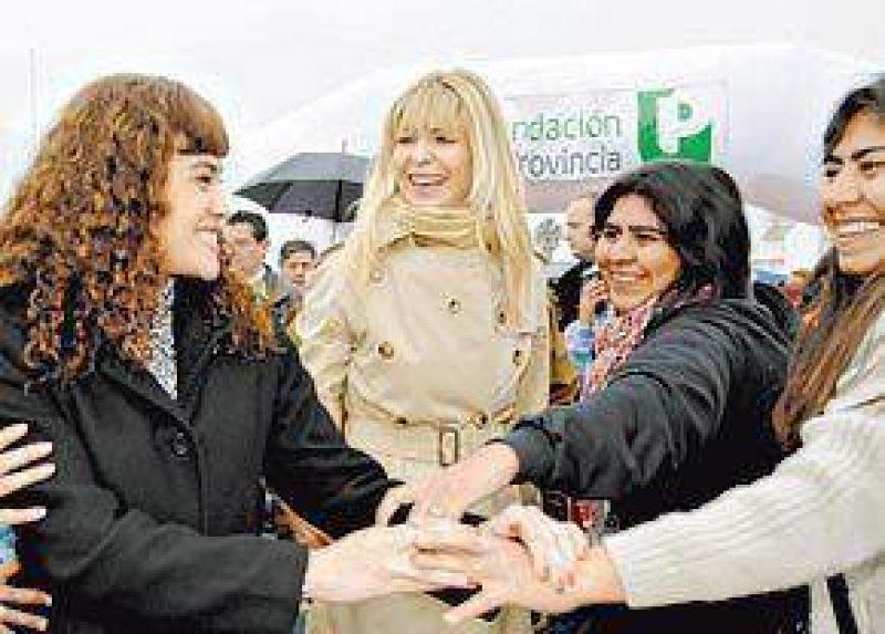 Con o sin paraguas, los candidatos hicieron campaña bajo la lluvia