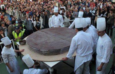 ¡PASADOS DE CHOCOLATE! 300 KILOS DE ALFAJOR