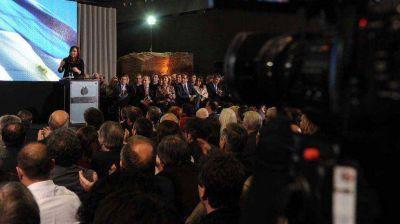 El Gobierno invitará a ex presidentes al acto por los 30 años del regreso de la democracia