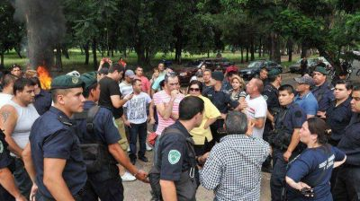 """Scioli pidió """"prudencia"""" ante el conflicto con policías en La Plata"""