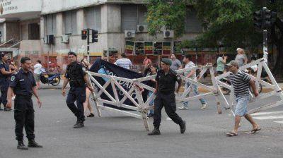 Por la protesta de la Policía, Daniel Scioli regresó al país