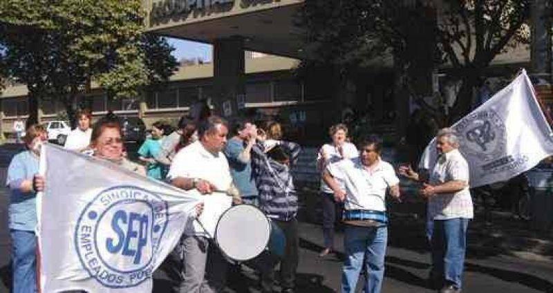 Estatales inician semana conflictiva y esperan hoy oferta del Gobierno