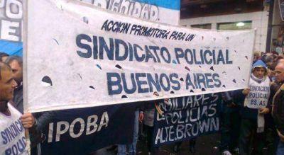 Policías bonaerenses se suman a las protestas por mejoras salariales y reclaman en La Plata