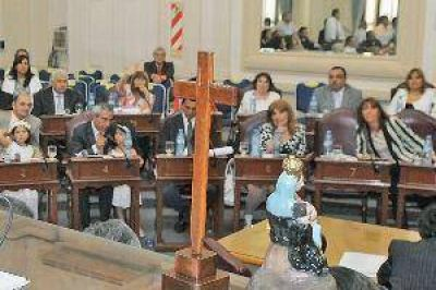 Con la jura de los diputados electos, la Legislatura inició un nuevo ciclo institucional