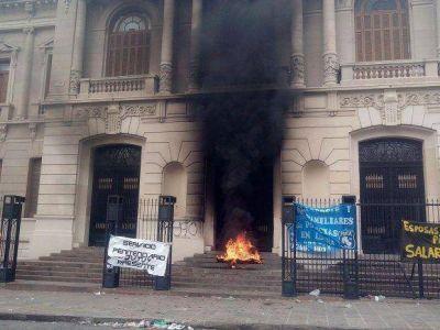 Tras la convulsión hubo acuerdo entre policías y Gobierno