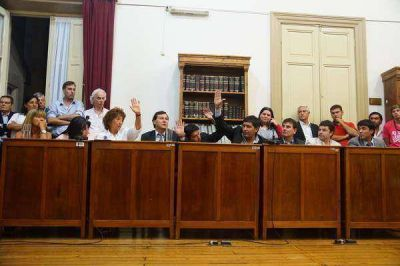 ASUMIERON LOS CONCEJALES Y CONSEJEROS ELECTOS Y CORDEVIOLA ES EL NUEVO PRESIDENTE DEL CONCEJO