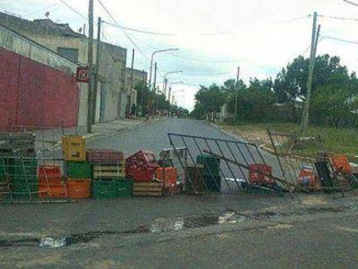 En la esquinas de Concordia organizaron barricadas contra los saqueos