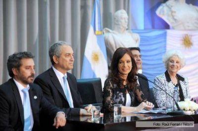 """Cristina: """"Debemos condenar la extorsión de aquellos que portan armas para defender a la sociedad"""""""