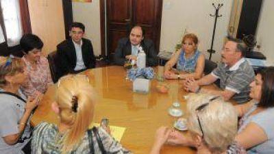 Ministro Saadi recibió a gremialistas en medio de la protesta