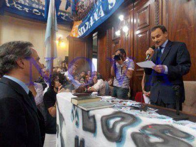 La Plata: desorden, liturgia peronista y tensión en la asunción de los nuevos concejales