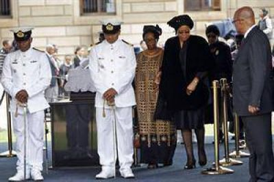Sudáfrica se moviliza para despedir a Nelson Mandela en la capilla ardiente