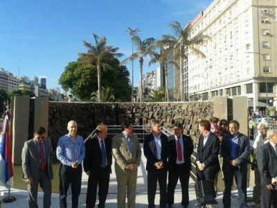 Las Cataratas y Andresito tienen su monumento en pleno centro porteño