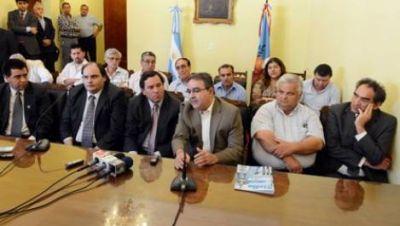 """Intendentes, en apoyo a Corpacci, piden """"cordura"""" a la sociedad"""