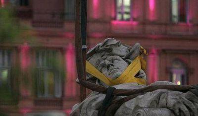 Nueva protección para evitar el traslado de estatua Colón