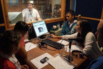Alumnos del CET comenzaron su programa de radio