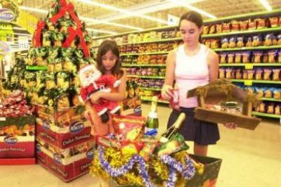 Se firma el acuerdo de precios de la canasta navideña