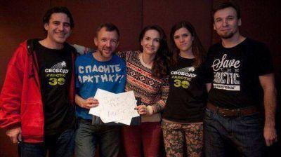 Natalia Oreiro visitó a los activistas de Greenpeace en Rusia