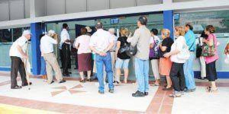"""UCR y gremios piden un """"bono"""" de $2.500"""