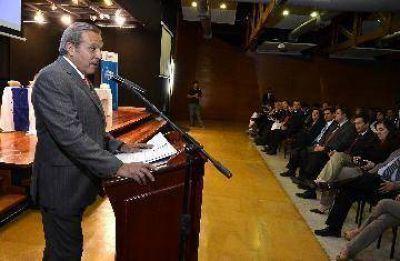 """Sapag insiste: """"El límite es no volcar la provincia"""""""