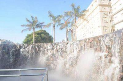 Closs inauguró en Buenos Aires el monumento a las Cataratas del Iguazú
