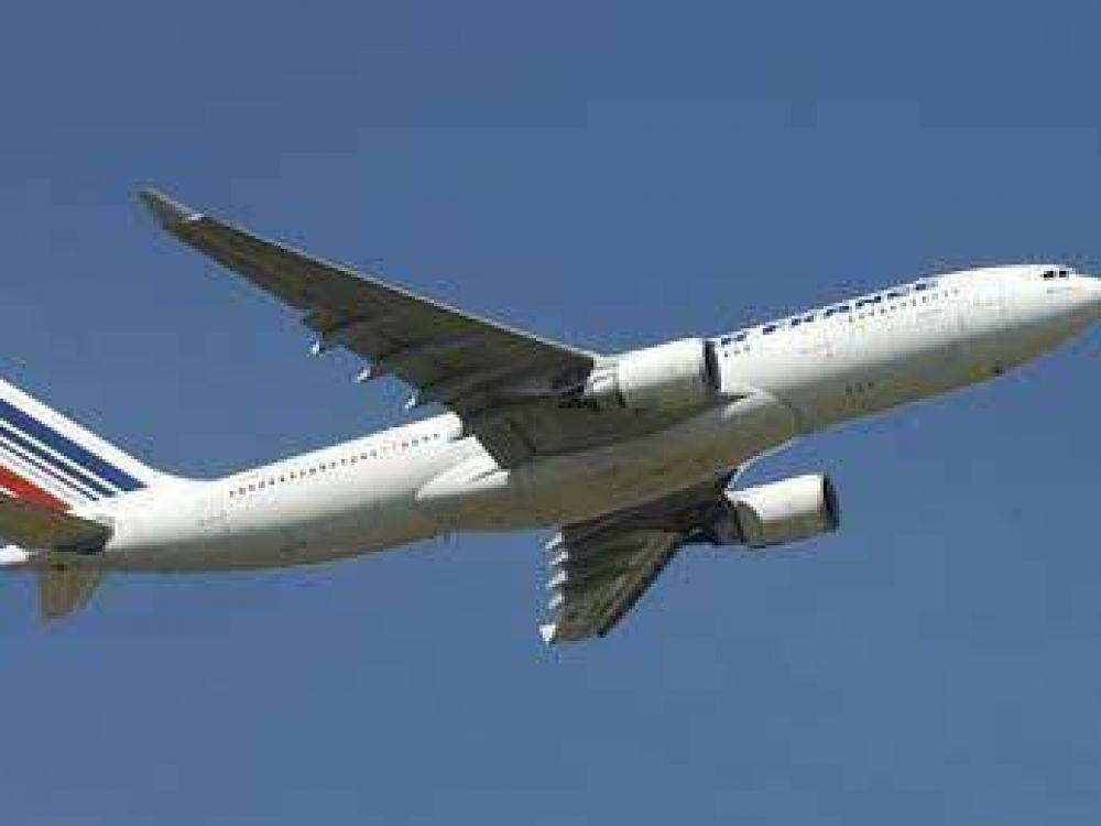 """Air France ya habla de una """"catástrofe aérea"""" por el avión desaparecido"""
