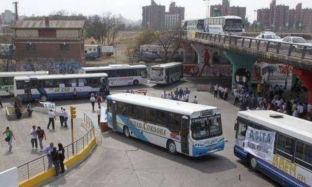 Aoita levantó el paro y circula normal el transporte interurbano