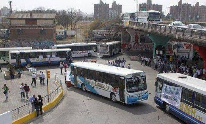 Aoita levantó el paro y circula normal el transporte interurbano