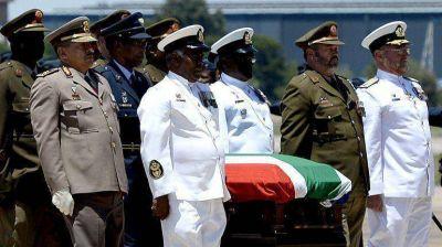 El viaje de Mandela llega a su fin: sus restos llegaron a Qunu