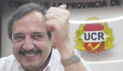 """Alfonsín: """"Hay que valorar la democracia porque no hay nada más perverso que una dictadura"""""""
