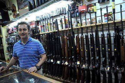Después de los saqueos crecieron las consultas para comprar armas
