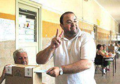 Aguilar le ganó a Henestrosa en la interna