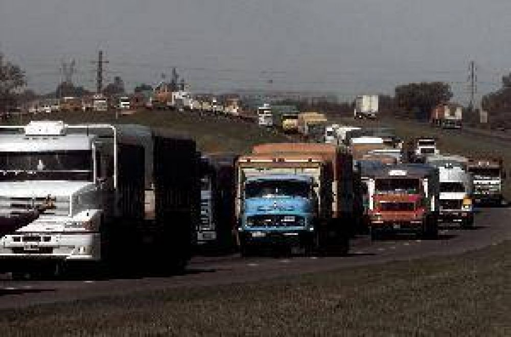 El transporte de carga reclama una nueva tarifa para el 2014