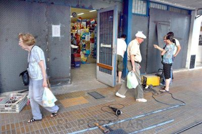 Supermercados chinos toman sus propios recaudos ante el fantasma de los saqueos